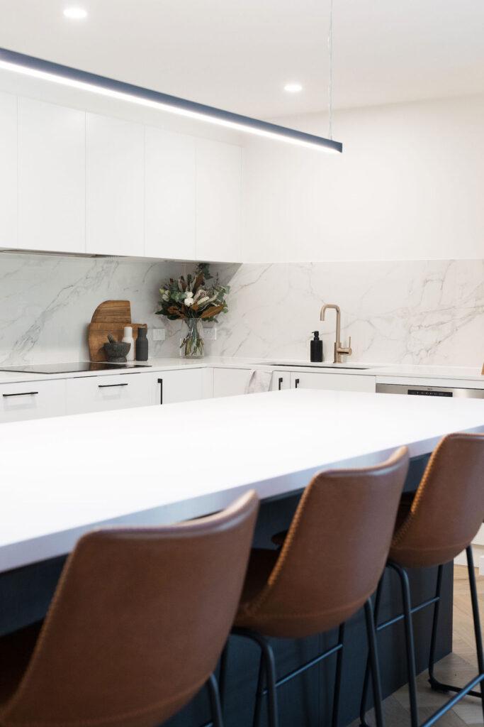 Kitchen splashback using extra large porcelain panel tiles