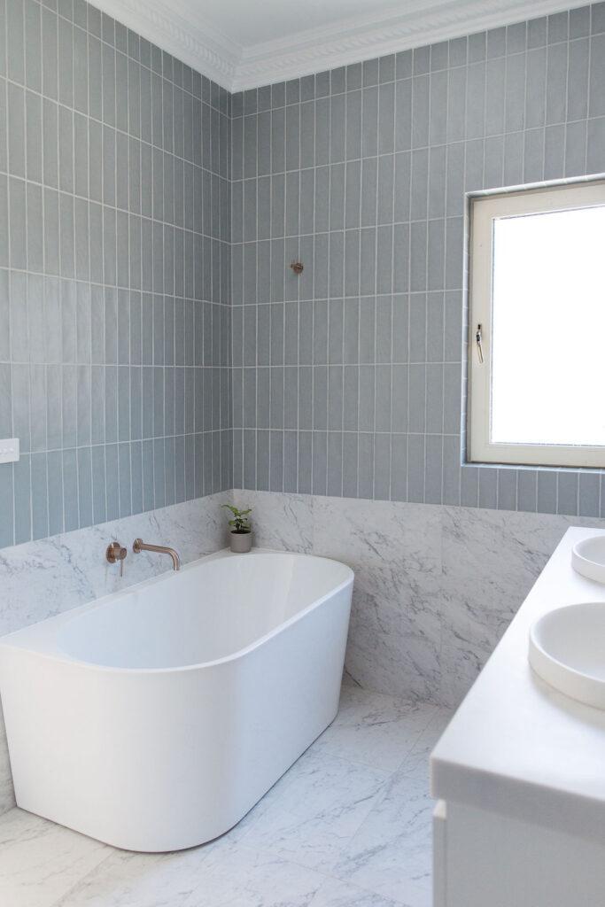 Back to wall acrylic bath