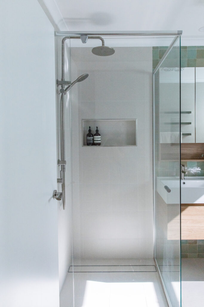 Evatt Shower and vanity