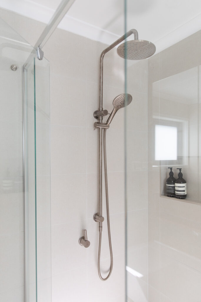 Evatt shower