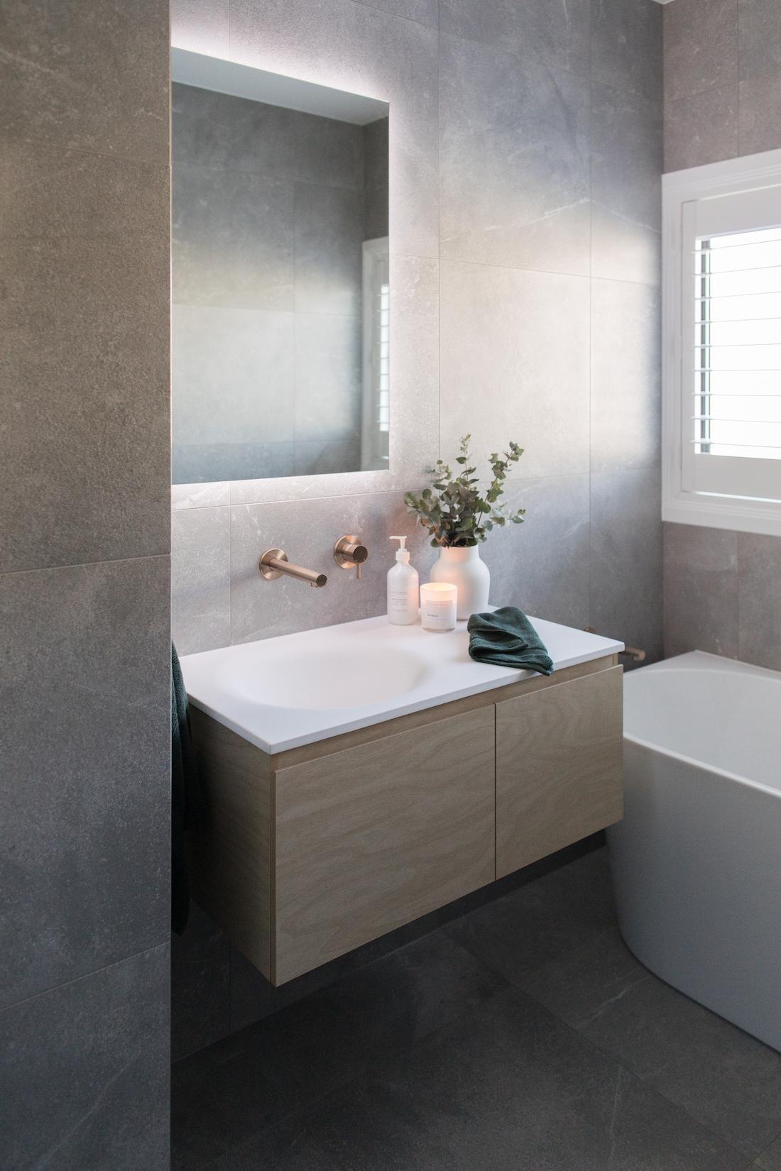 Weetangera bathroom