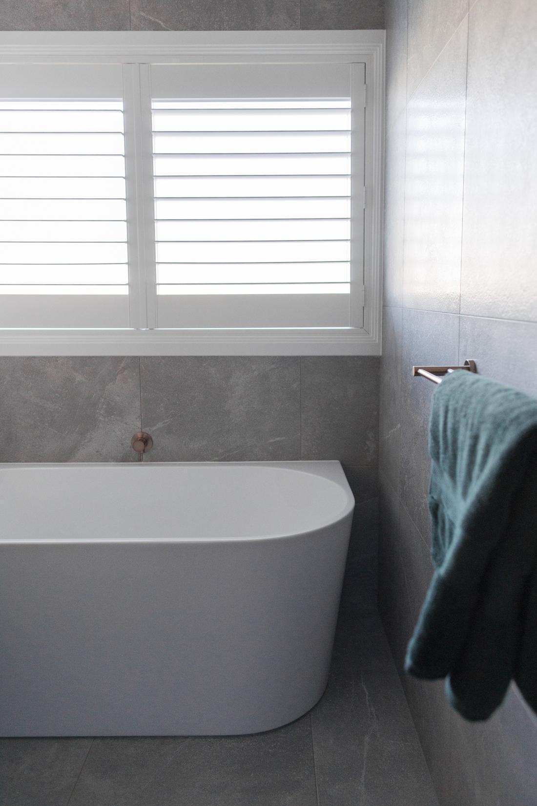 Back to wall bath