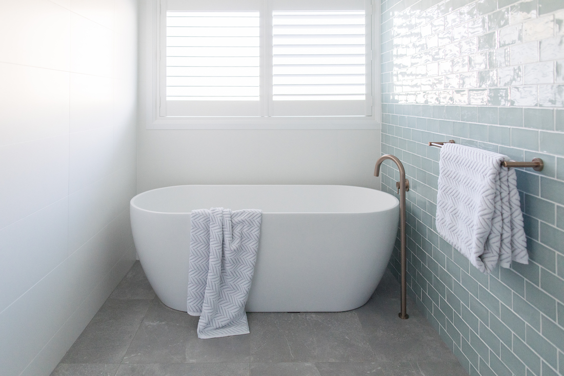 Beautiful bath under the window