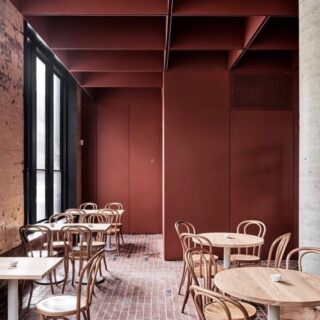 The Bentwood Cafe in Fitzroy Melbourne serving up major design inspo as well as fantastic food thanks to @ritzgougassian's design. That refined brick floor is DIVINE 😍  Venue @bentwoodfitzroy 📷 @blachford